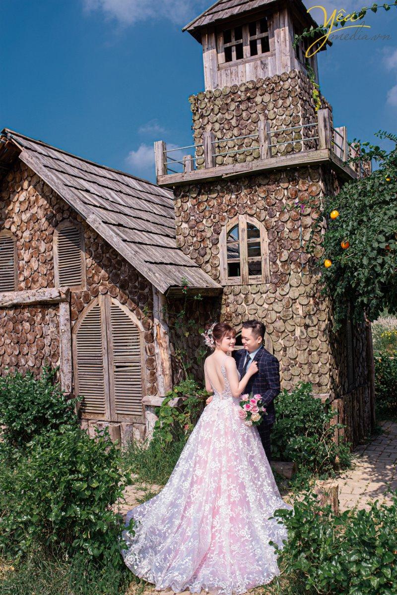 Báo giá dịch vụ chụp ảnh cưới kèm album tại Santorini Park Hà Nội