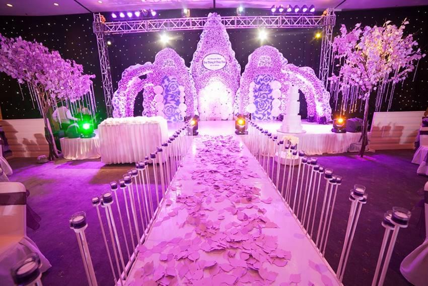 Đám cưới lãng mạn với màu tím thủy chung