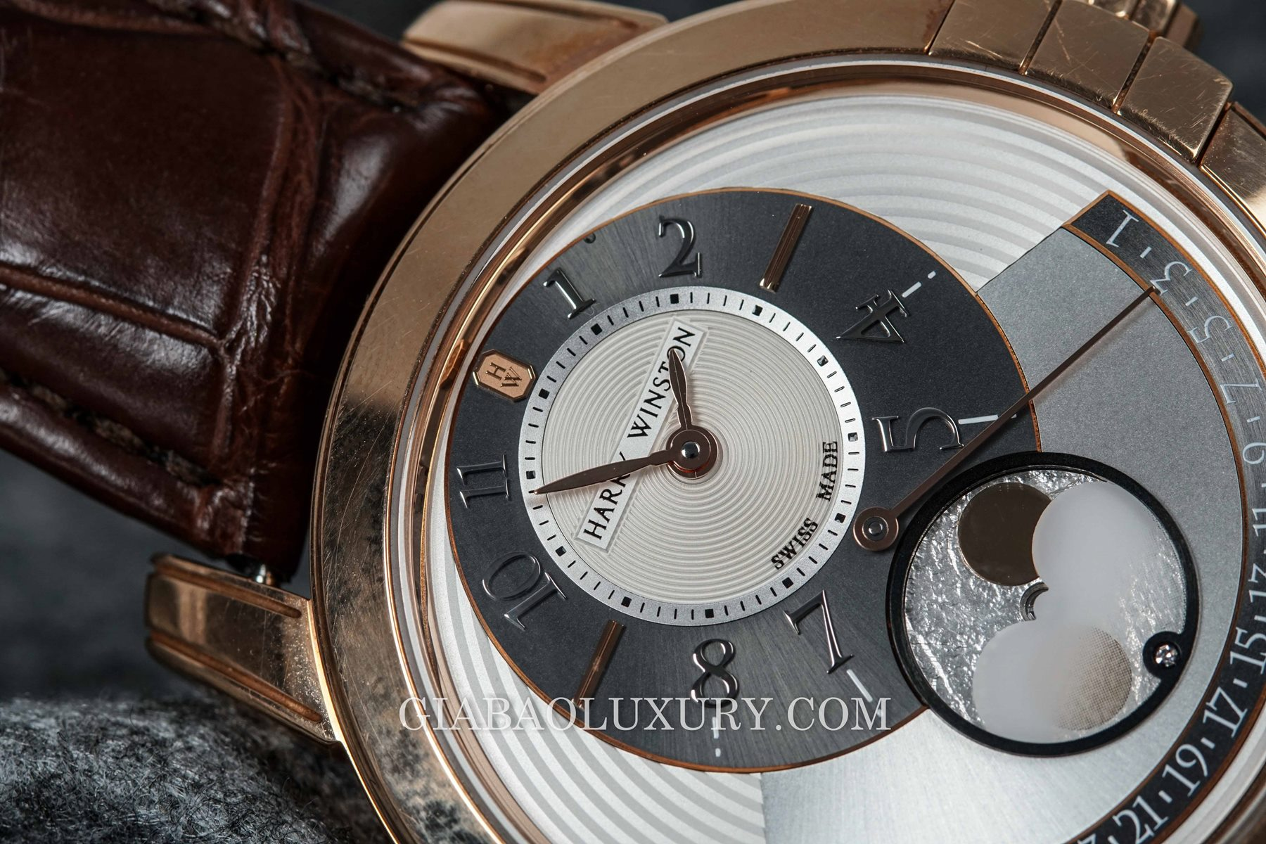 Review đồng hồ Harry Winston Midnight Moon Phase Automatic 42mm