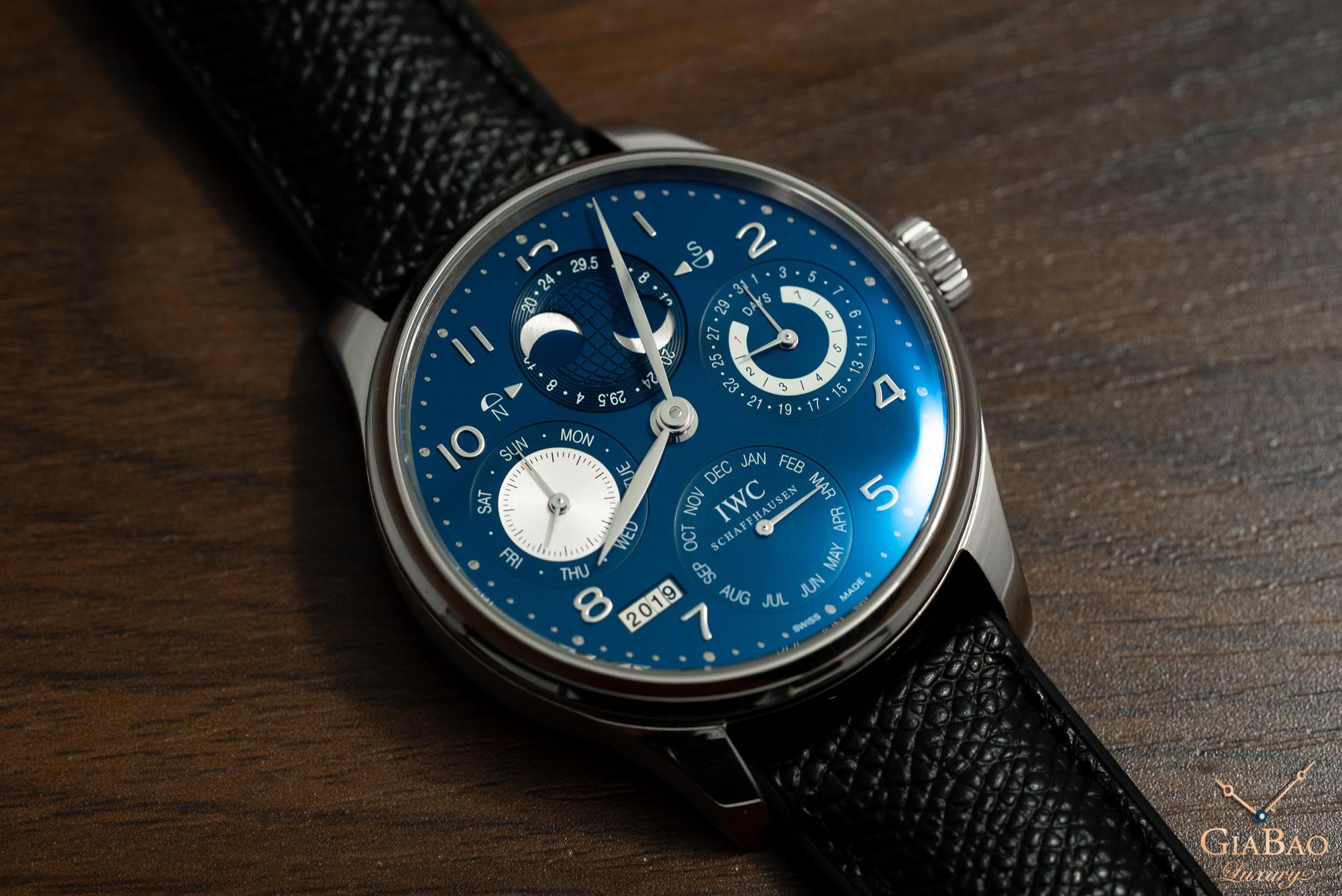 Review đồng hồ IWC Portuguese Perpetual Calendar Hemisphere Moonphase