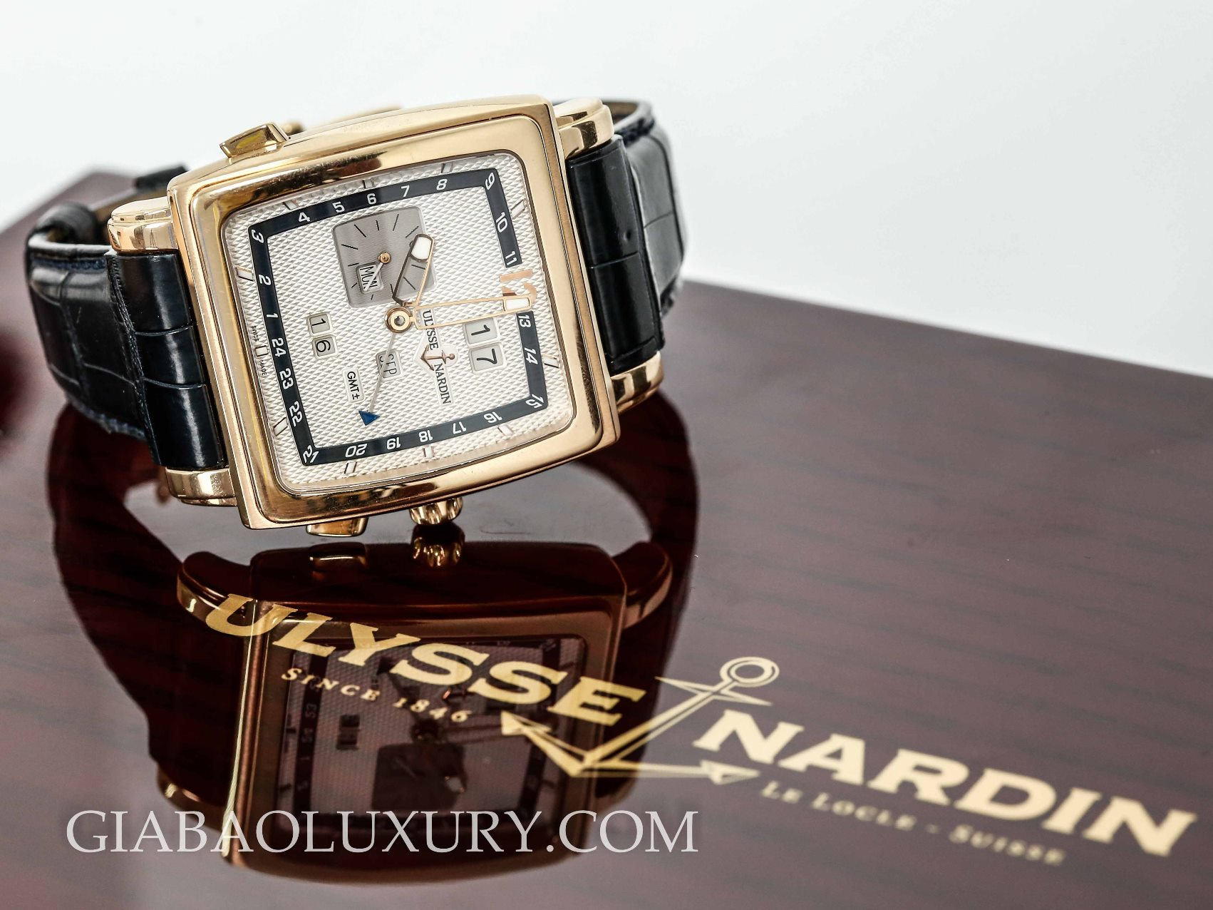 Review đồng hồ Ulysse Nardin Quadrato Dual Time Perpetual 326-90