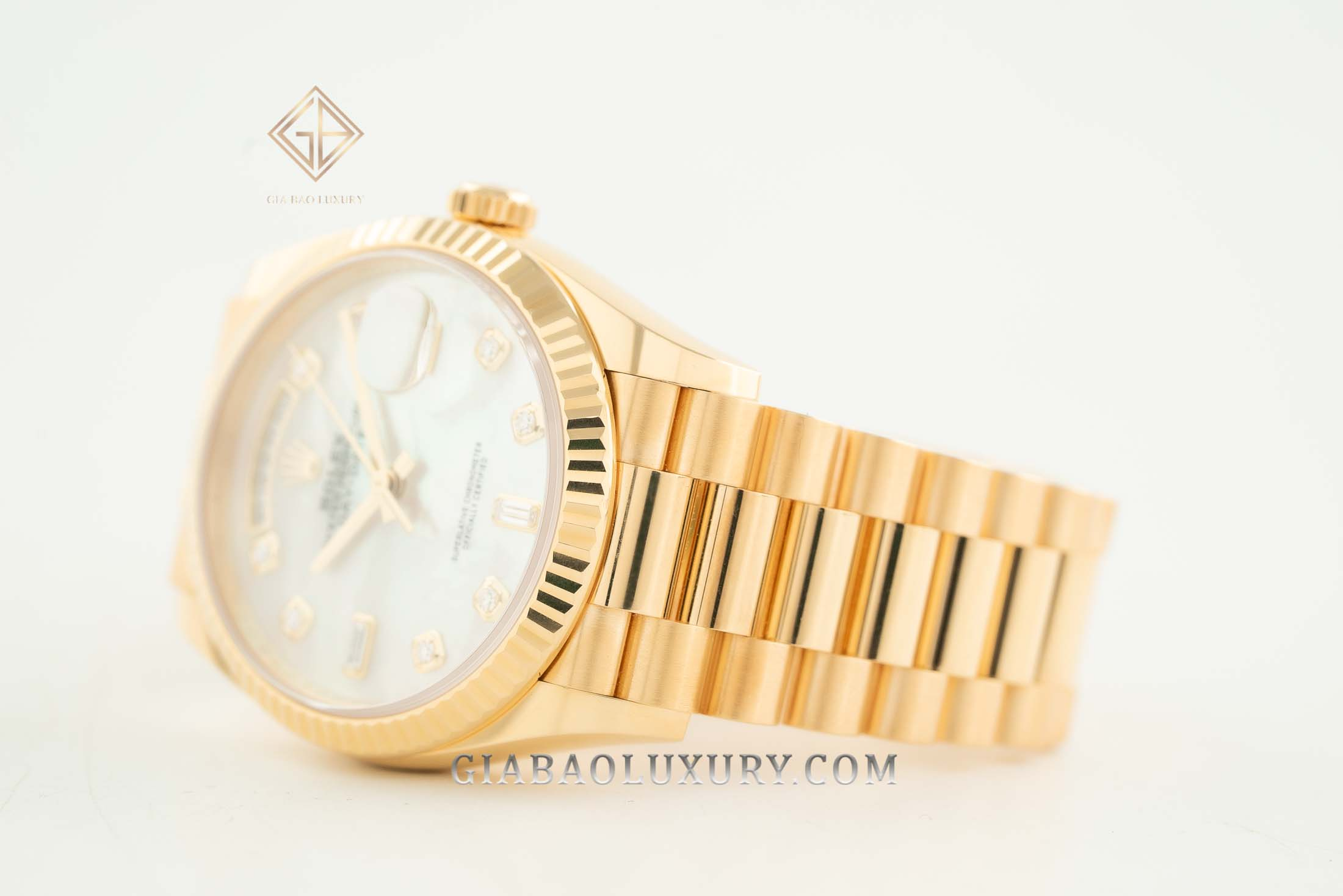 Đồng Hồ Rolex Day-Date 36 128238 Mặt Số Vỏ Trai Trắng