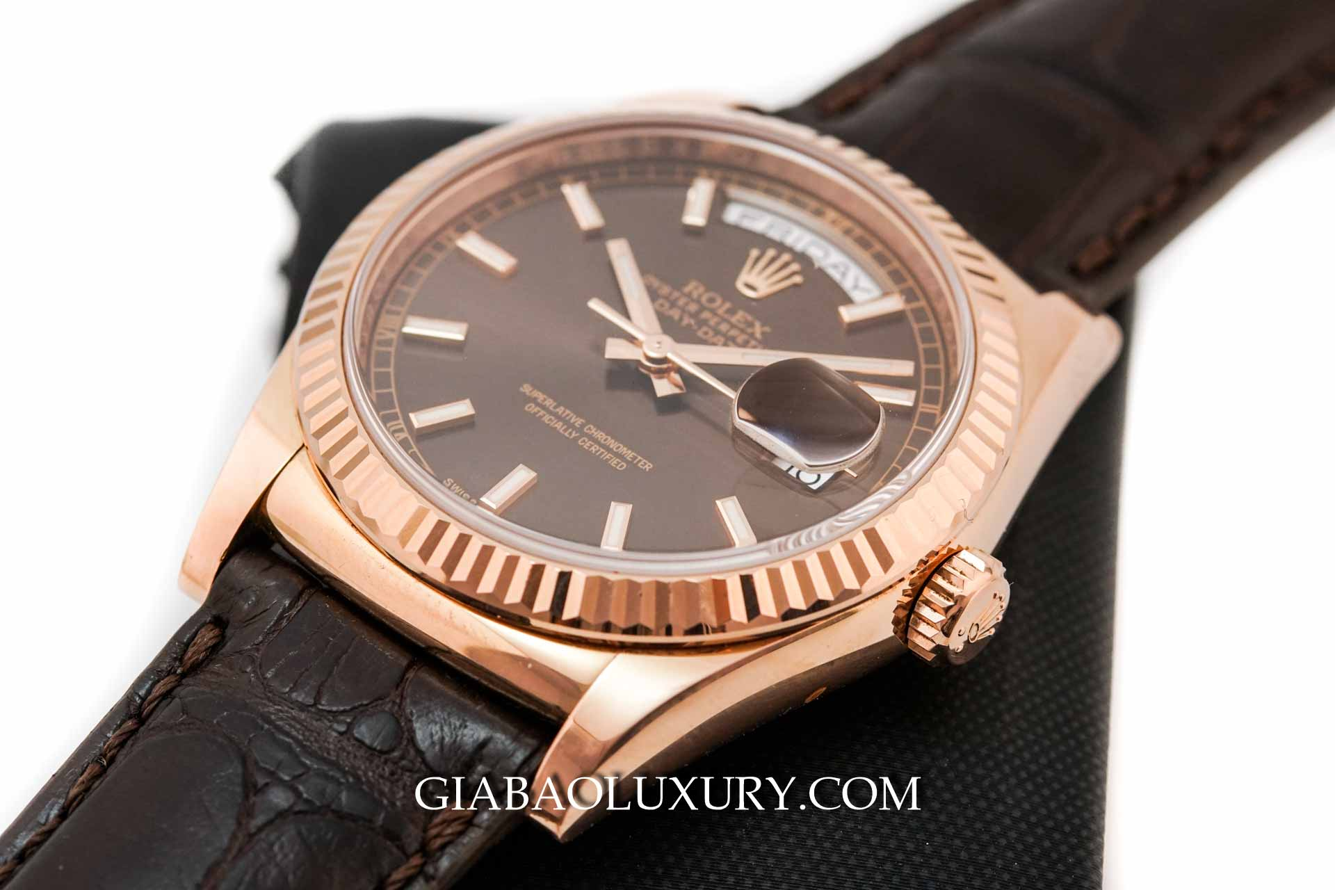 Đồng Hồ Rolex Day-Date 118135 Mặt Số Chocolate