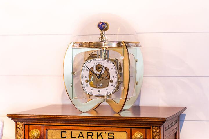 Đồng hồ để bàn Hermle