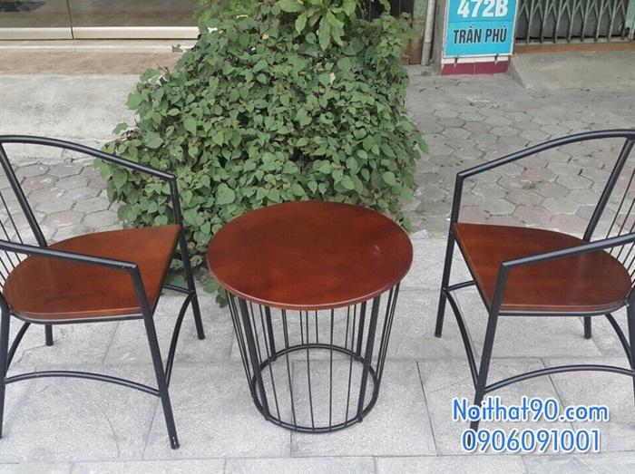 Bàn ghế chân sắt mặt gỗ 3532
