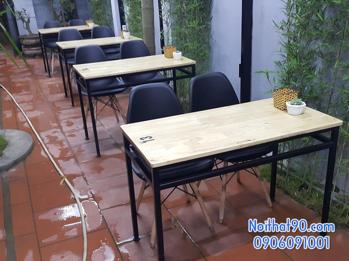 Bàn ghế chân sắt mặt gỗ 4645