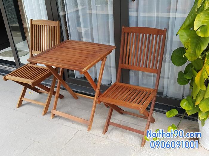 Bàn ghế gỗ 1830