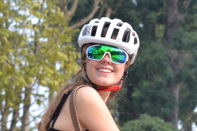Kính dành cho đạp xe POC – CAT3 chống tia UV, mát mắt, nhẹ và ôm.