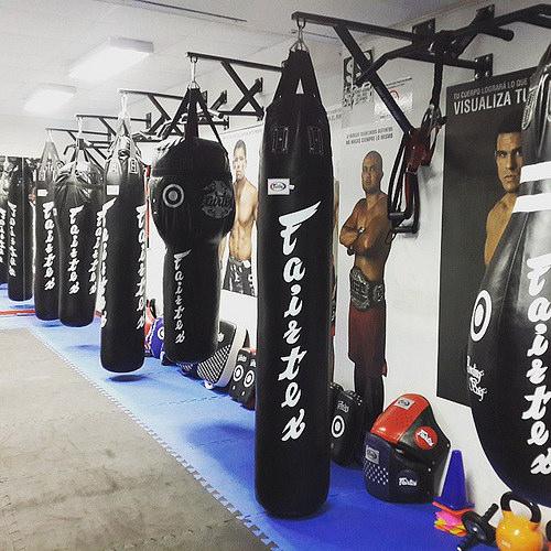 Bao đấm boxing Fairtex phòng tập