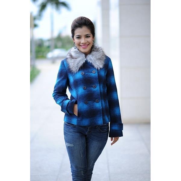Áo khoác nữ Sensorial cổ lông cừu màu xanh dương sọc caro CT0010.