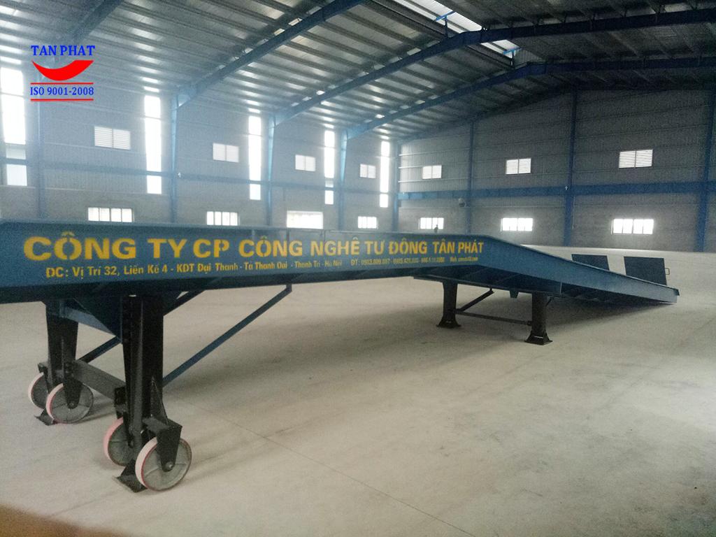 cầu dẫn xe nâng Tân Phát