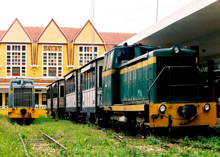 Ga xe lửa cổ