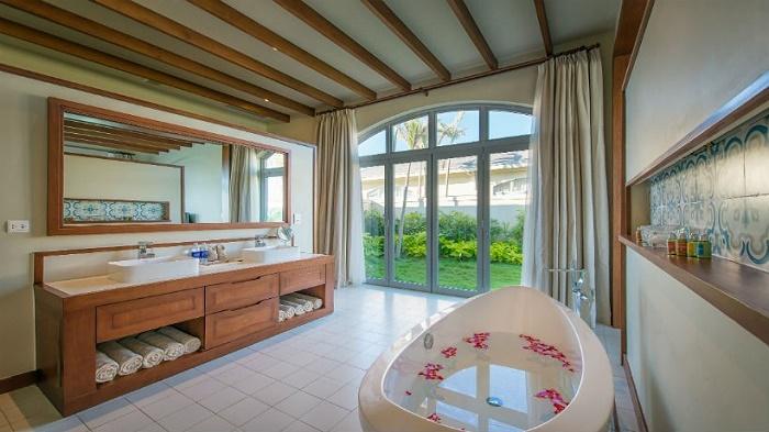Phòng tắm FLC Hạ Long được trang bị đầy đủ tiện nghi