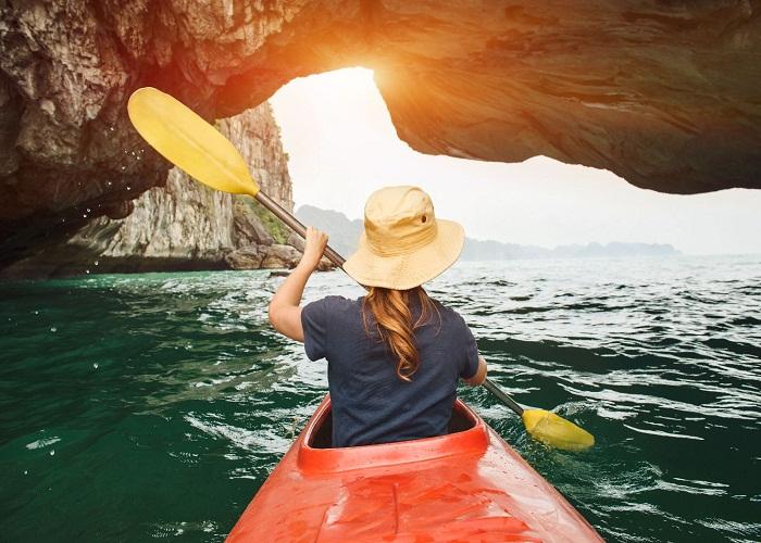 Chèo thuyền Kayak qua những hang luồn