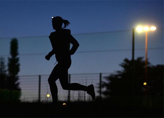 Kết quả hình ảnh cho chạy bộ  buổi tối