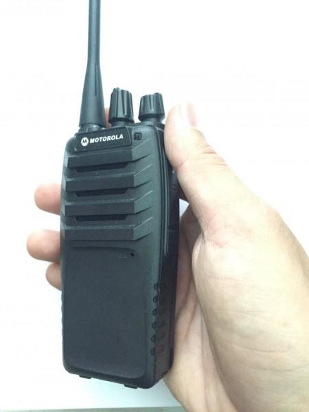 Máy bộ đàm cầm tay Motorola GP 990 sản phẩm nhỏ gọn