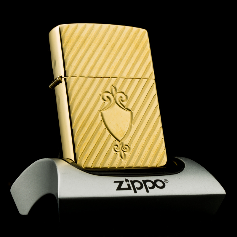 bat-lua-zippo-2002-gold-plated-22K-shield-ma-vang