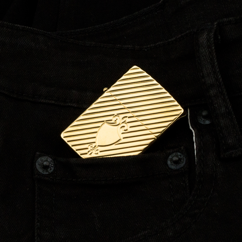 may-lua-zippo-2002-gold-plated-22K-shield-ma-vang