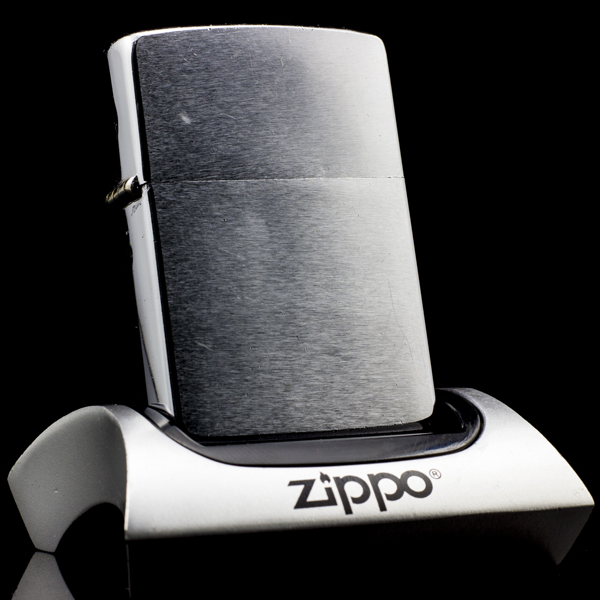 zippo-co-brushed-chrome-1964-doi-cham-nhap-khau
