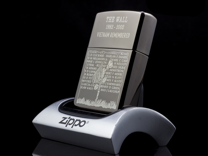 zippo-la-ma-the-wall-1982-2002-VietNam-Remebered-02-co