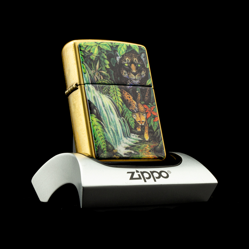 hop-quet-zippo-1995-mysteries-of-the-forest-solid-brass-bi-an-rung-xanh