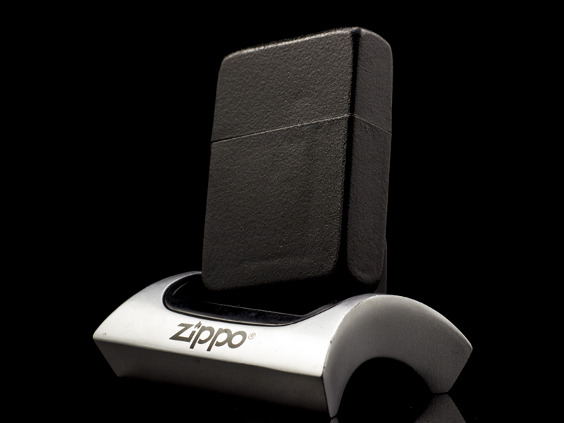 Zippo-co-black-crackle-1943-USA