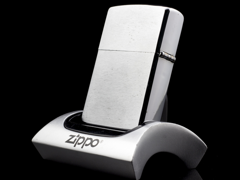Zippo-co-7-gach-brushed-chrome-1983-chinh-hang
