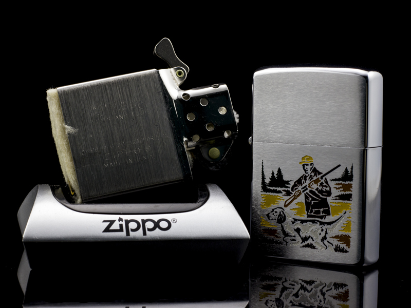 zippo-co-hunter-and-dog-2-gach-thang-1972-chinh-hang-my-chat-luong