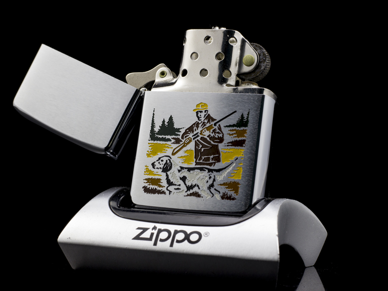 zippo-co-hunter-and-dog-2-gach-thang-1972-chinh-hang-my-chat-luong-cao