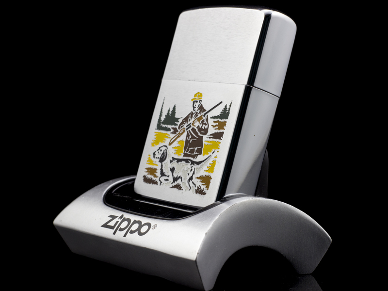 zippo-co-hunter-and-dog-2-gach-thang-1972-chinh-hang-my-uy-tin