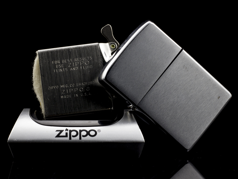 zippo-co-bruhsed-chrome-8-gach-1974-chat-choi-nguoi-doi
