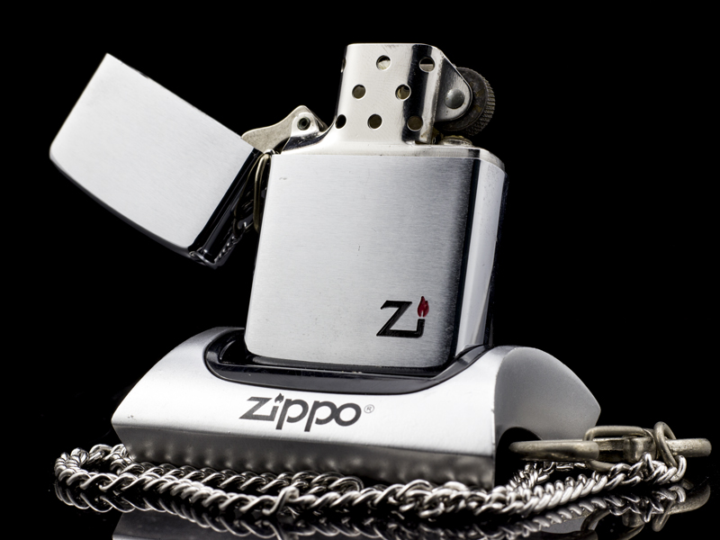 zippo-co-hooked-brushed-chrome-1-gach-1980-dep