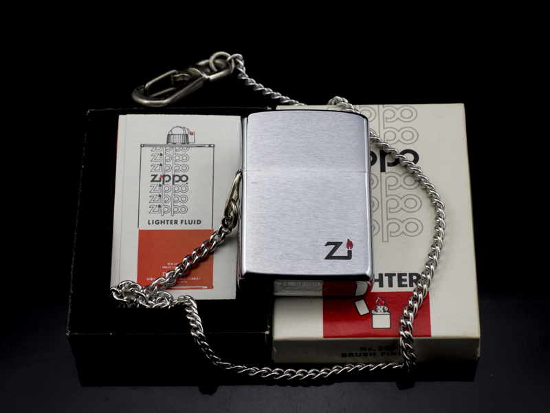 zippo-co-hooked-brushed-chrome-1-gach-1980-doc