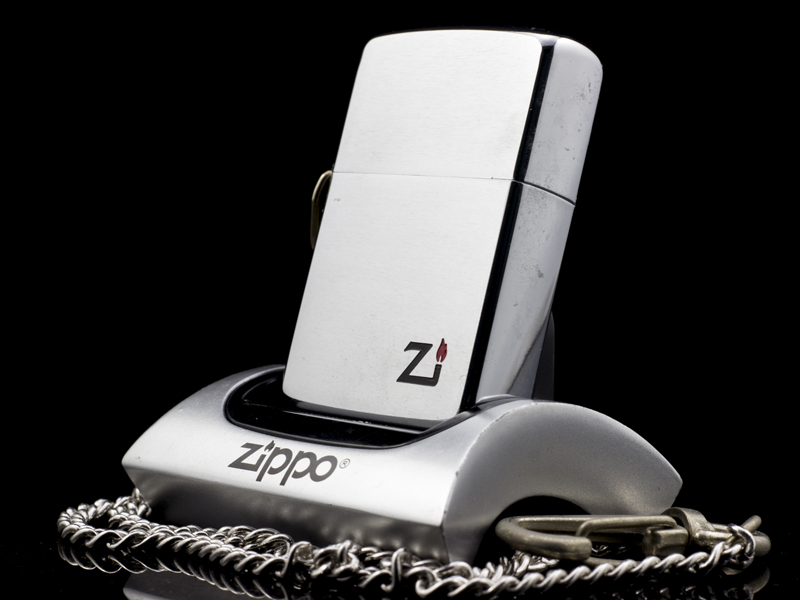 zippo-co-hooked-brushed-chrome-1-gach-1980-xach-tay