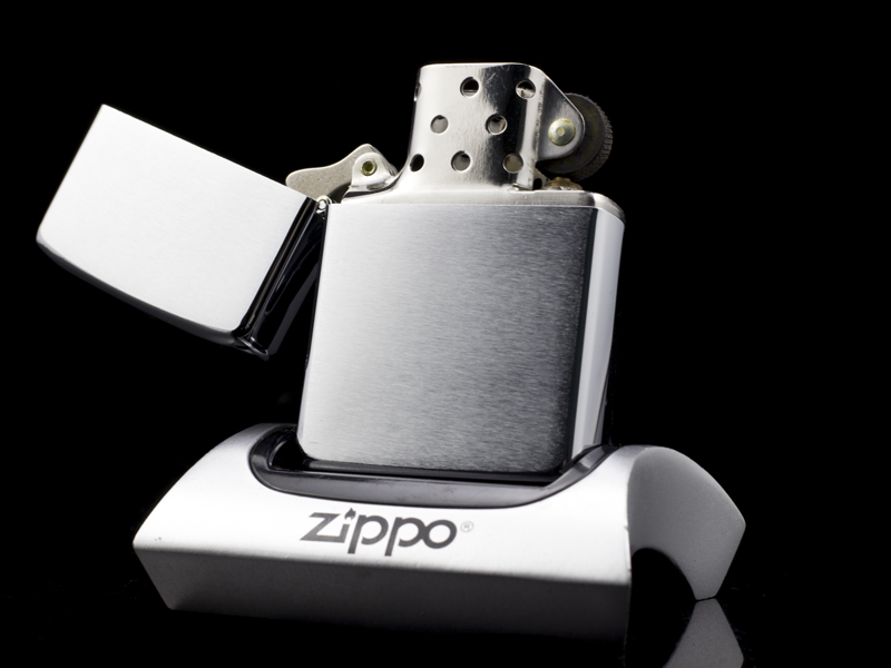 Zippo-co-brushed-chrome-1-gach-1981-qui