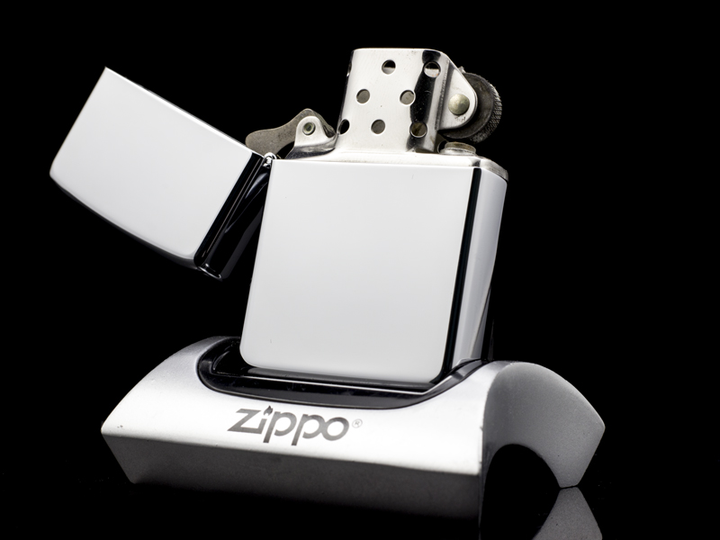 Zippo-high-polish-chrome-8-gach-1982-chinh-hang