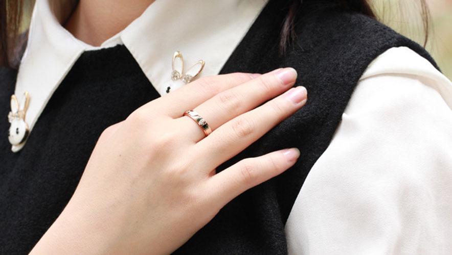 Trao cho nàng yêu thương khi mua nhẫn đôi giá rẻ