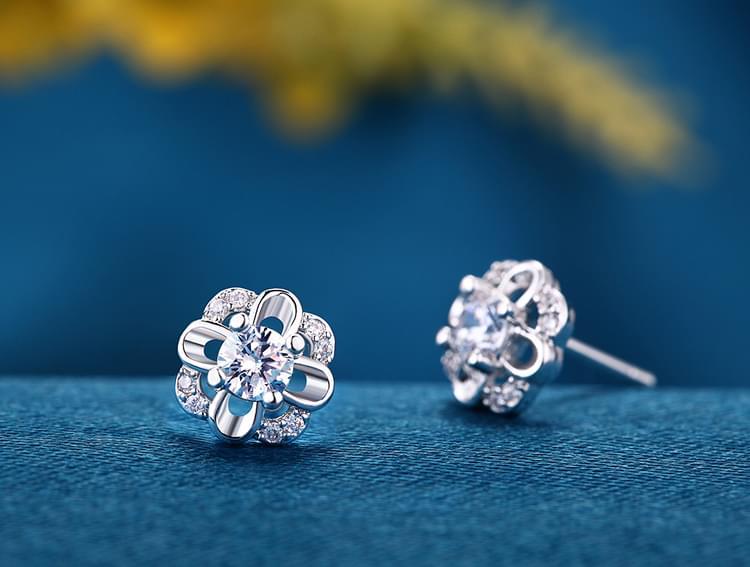 Hoàn thiện những món đồ trang sức đôi bạc hoàn hảo