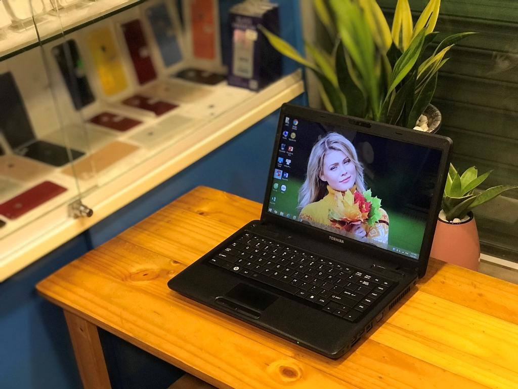 Laptop Toshiba C640 (CORE i3 380M, DDR3 4GB, SSD 120GB + HDD 160GB, VGA ONBOARD, WEBCAM, PIN 1H YOUTUBE)