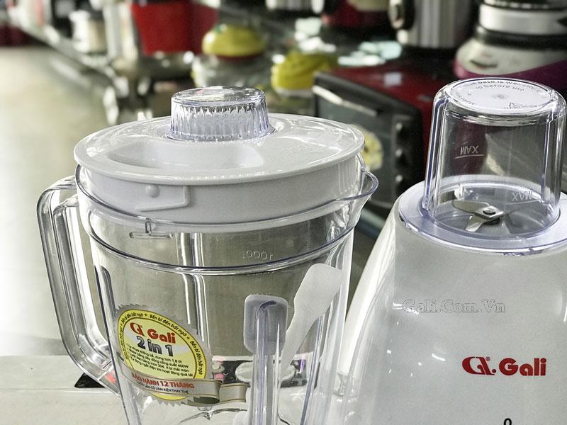 Ly và thân máy xay sinh tố Gali GL-1517 được làm từ nhựa nguyên sinh, chịu lực mạnh và an toàn cho sức khỏe