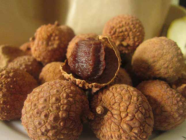 Dry lychees