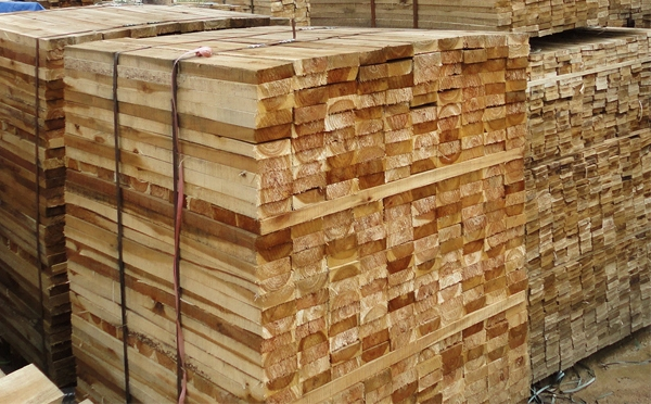 An Indonesian businessperson is in need of 5 40-foot containers of sawn nyssaceae