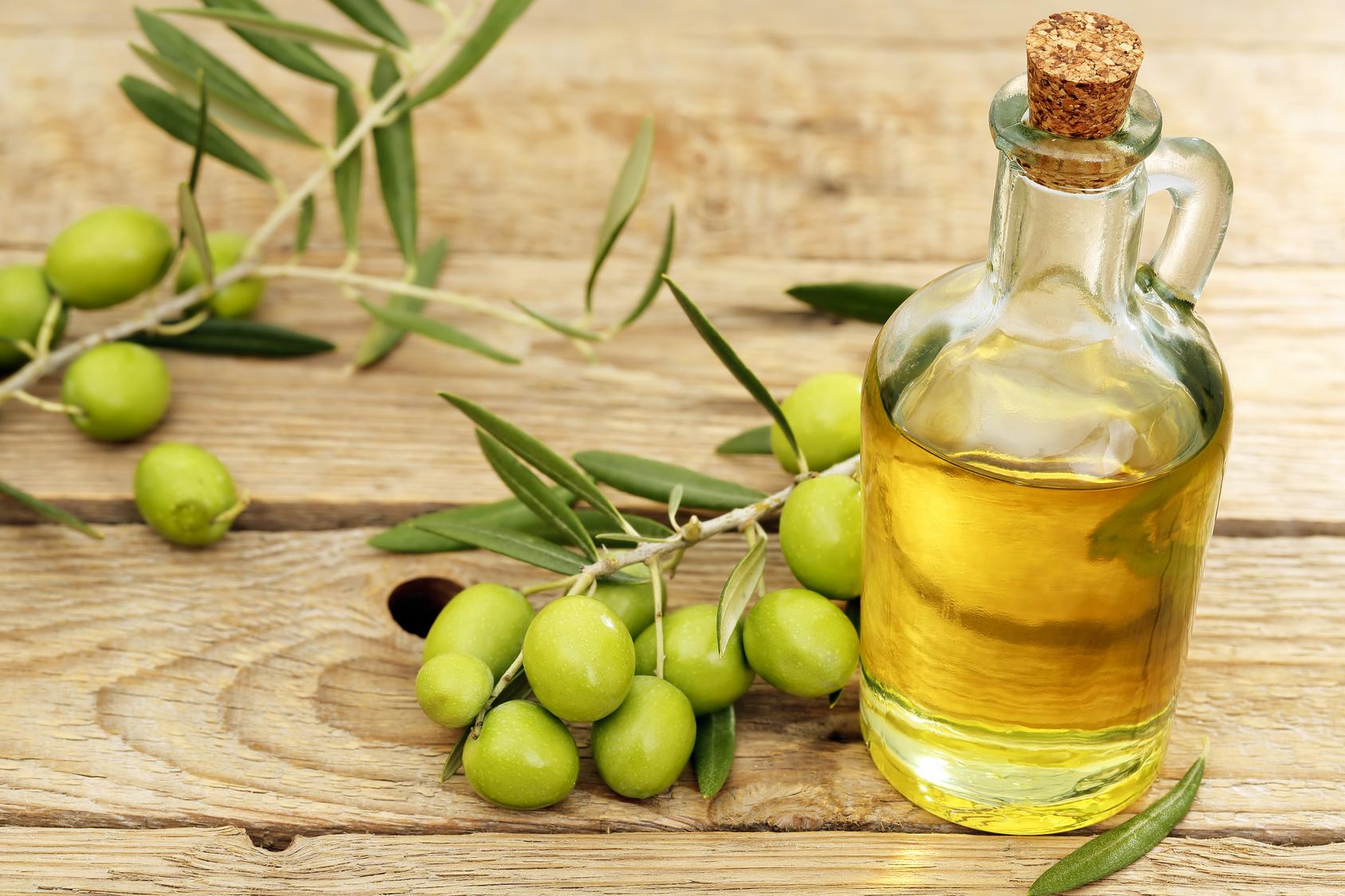 Dưỡng da mặt ban đêm với dầu oliu như thế nào?