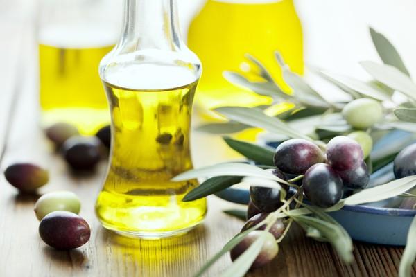 MẸO trị thâm môi bằng dầu oliu