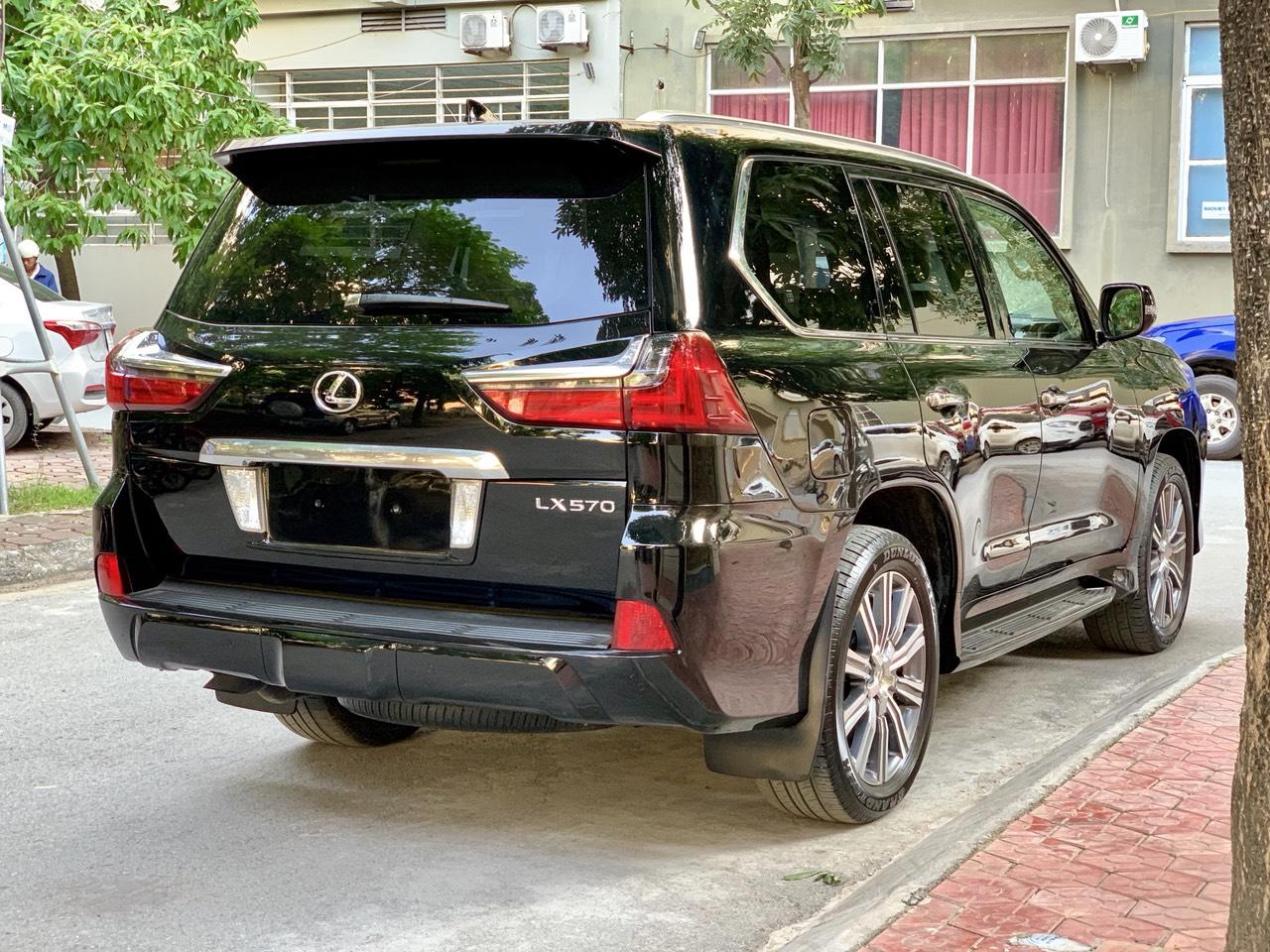 Lexus LX570 2015 đen