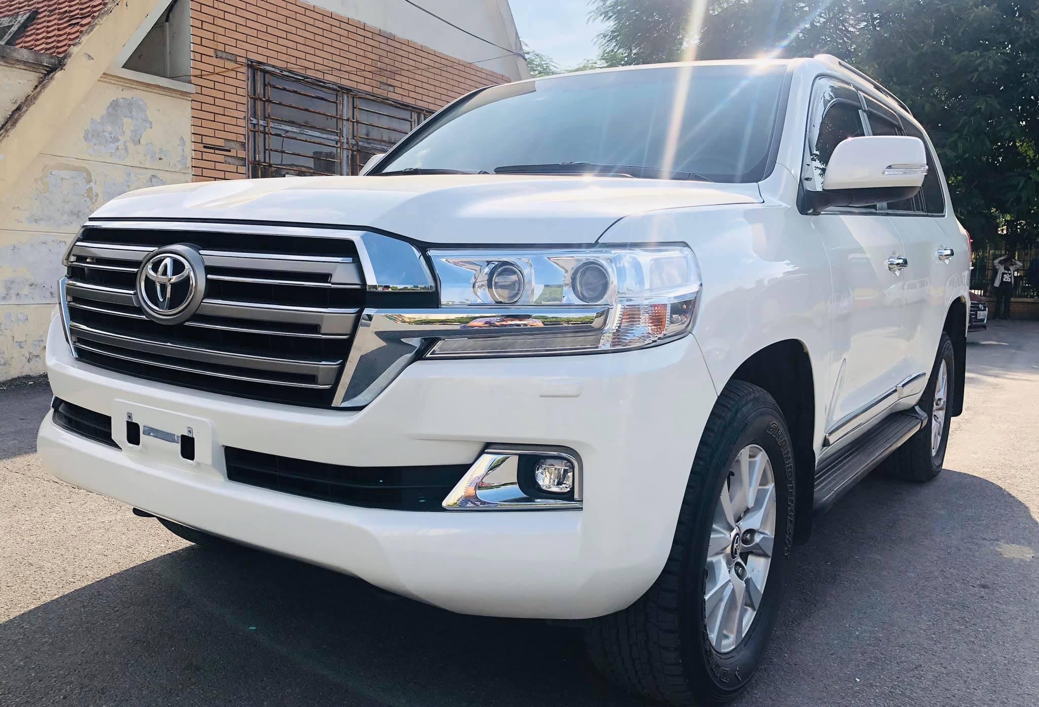 Land Cruiser VX 2016 màu trắng