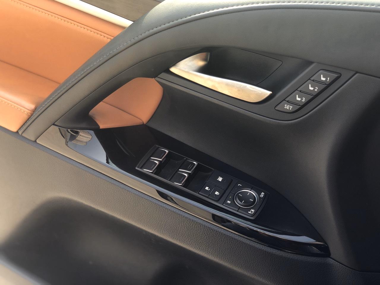 Lexus LX570 2015 vàng cát