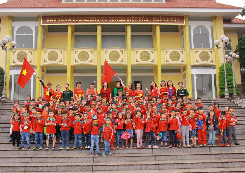 THĂM QUAN BẢO TÀNG LLVT VIỆT BĂC- QUÂN KHU 1_11/04/2018