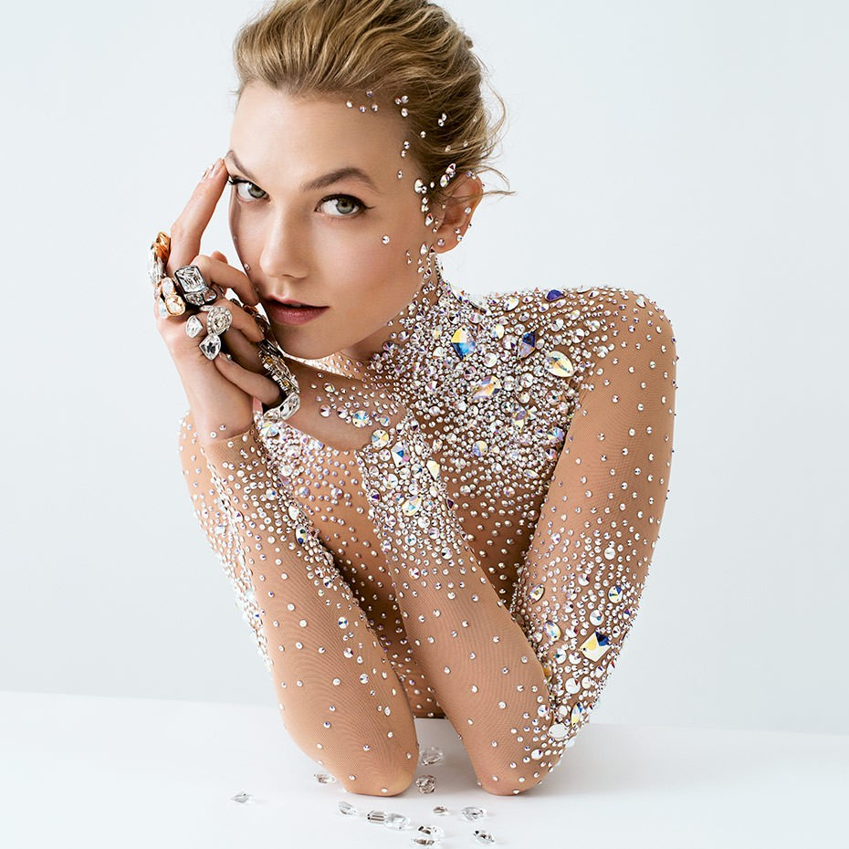 https://bizweb.dktcdn.net/100/225/517/collections/swarovski-karlie-kloss-930x9303990384756926111155.jpg?v=1499841027013