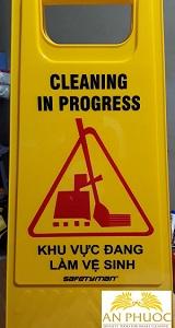 Bảng cảnh báo đang làm vệ sinh